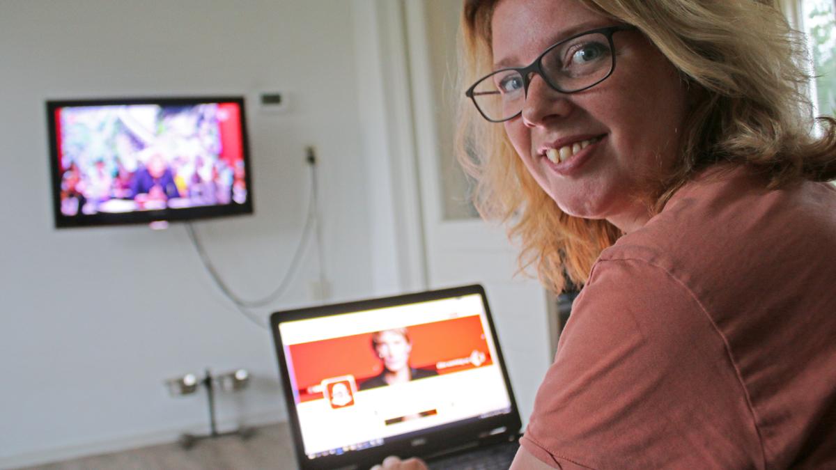 Margaret kijkt De Wereld Draait Door en zet Twitter in als second screen.