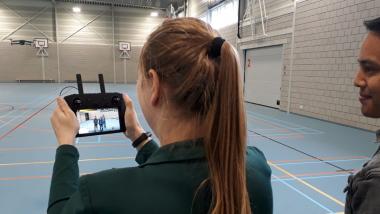 Ilse filmt met een drone